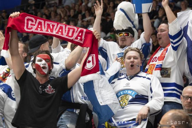 747ae14a71413 Na snímke fanúšikovia vo finálovom zápase Kanada - Fínsko na 83. majstrovstvách  sveta v ľadovom hokeji v Bratislave 26. mája 2019.